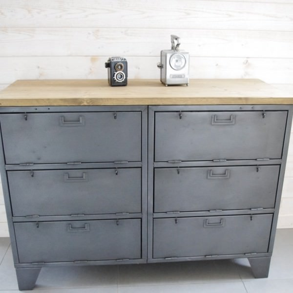Buffet industriel avec casiers militaires meuble for Casier style industriel