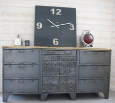comtoise moderne horloge geante murale et mobilier industriel. Black Bedroom Furniture Sets. Home Design Ideas