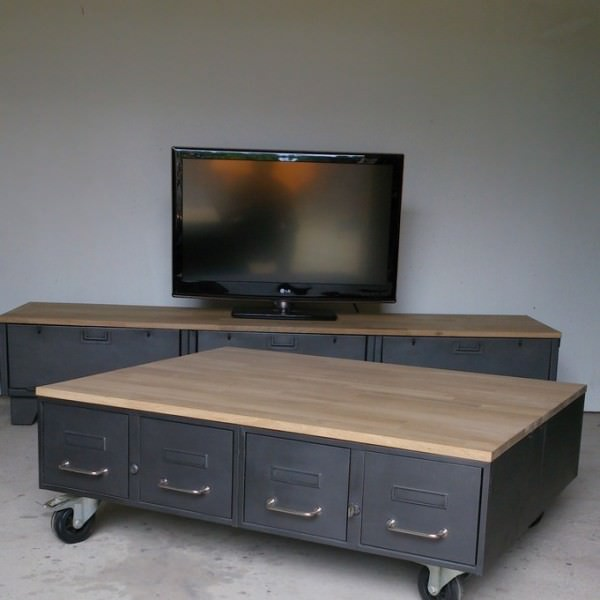 table basse industrielle avec anciens tiroirs d administration heure cr ation. Black Bedroom Furniture Sets. Home Design Ideas