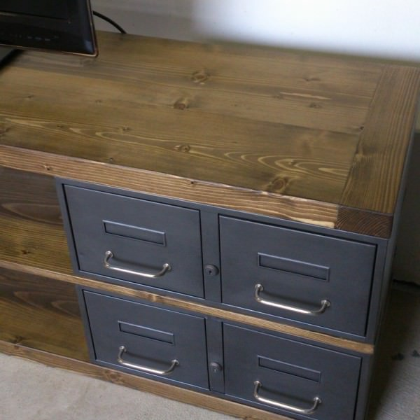 meuble tv en acier et bois industriel ch ne ou pic a heure cr ation. Black Bedroom Furniture Sets. Home Design Ideas