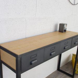 une console en acier et bois industriel avec des planche en chene