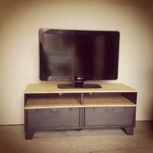 meuble tv style industriel en acier et bois