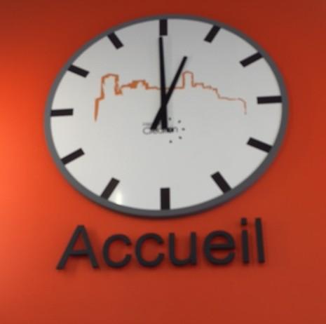 horloge du magasin leclerc de st laurent les tours