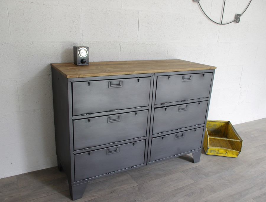 buffet industriel avec casiers militaires restaur dans. Black Bedroom Furniture Sets. Home Design Ideas