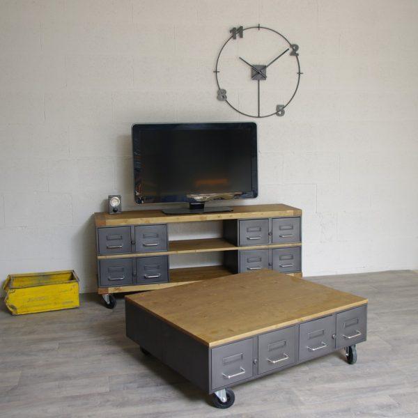 Table basse industrielle anciens tiroirs m tal et bois for Table basse avec roulettes