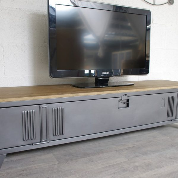 Vestiaire transform en meuble tv industriel metal et bois for Meuble bureau en metal