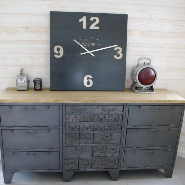 buffet industriel ancien avec casiers militaires restaur notre atelier. Black Bedroom Furniture Sets. Home Design Ideas