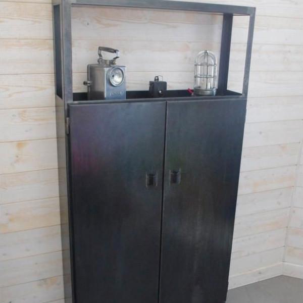 placard en acier style industriel sur mesure fabriqu dans notre atelier. Black Bedroom Furniture Sets. Home Design Ideas