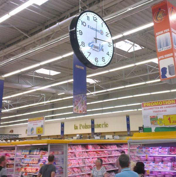 une horloge magasin supermarché et hypermarché