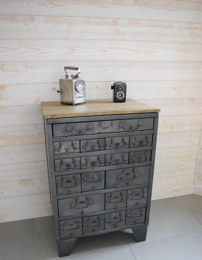 buffet d'atelier à tiroirs industriel