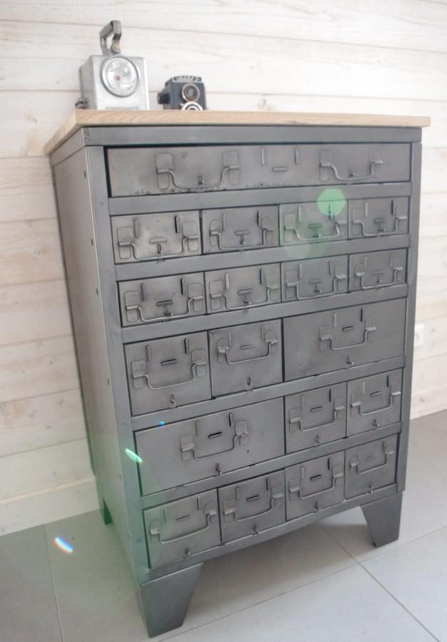 ancien-meuble industriel casier militaire et plateau en bois