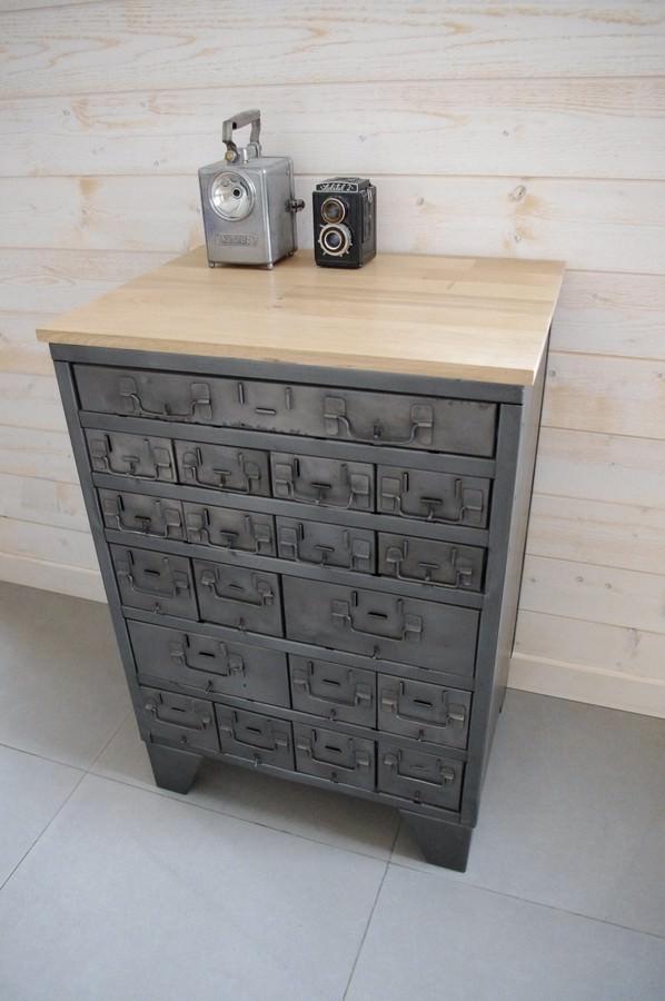 meuble buffet d 39 atelier tiroirs industriel restauration de notre atelier. Black Bedroom Furniture Sets. Home Design Ideas