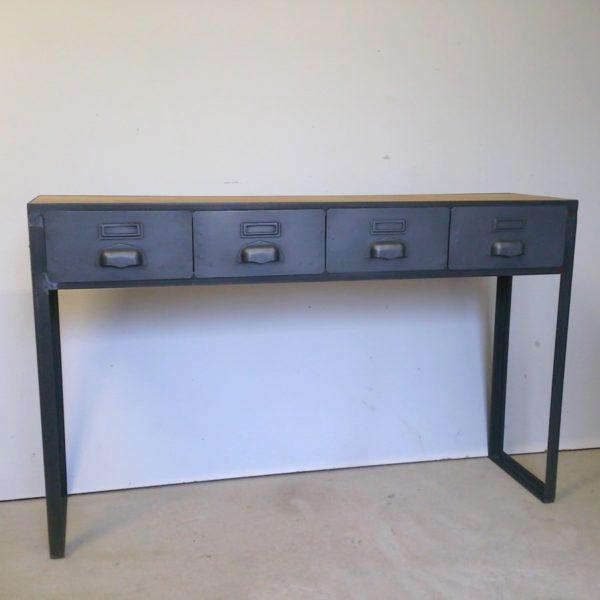 une console en acier et bois sur-mesure