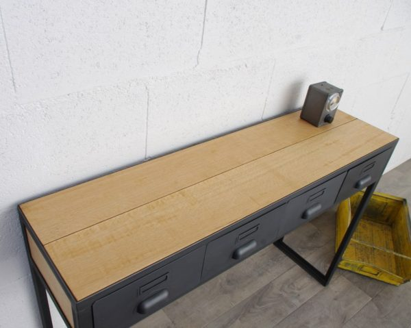 une console en acier et bois avec des tiroirs industriel et planche en chene