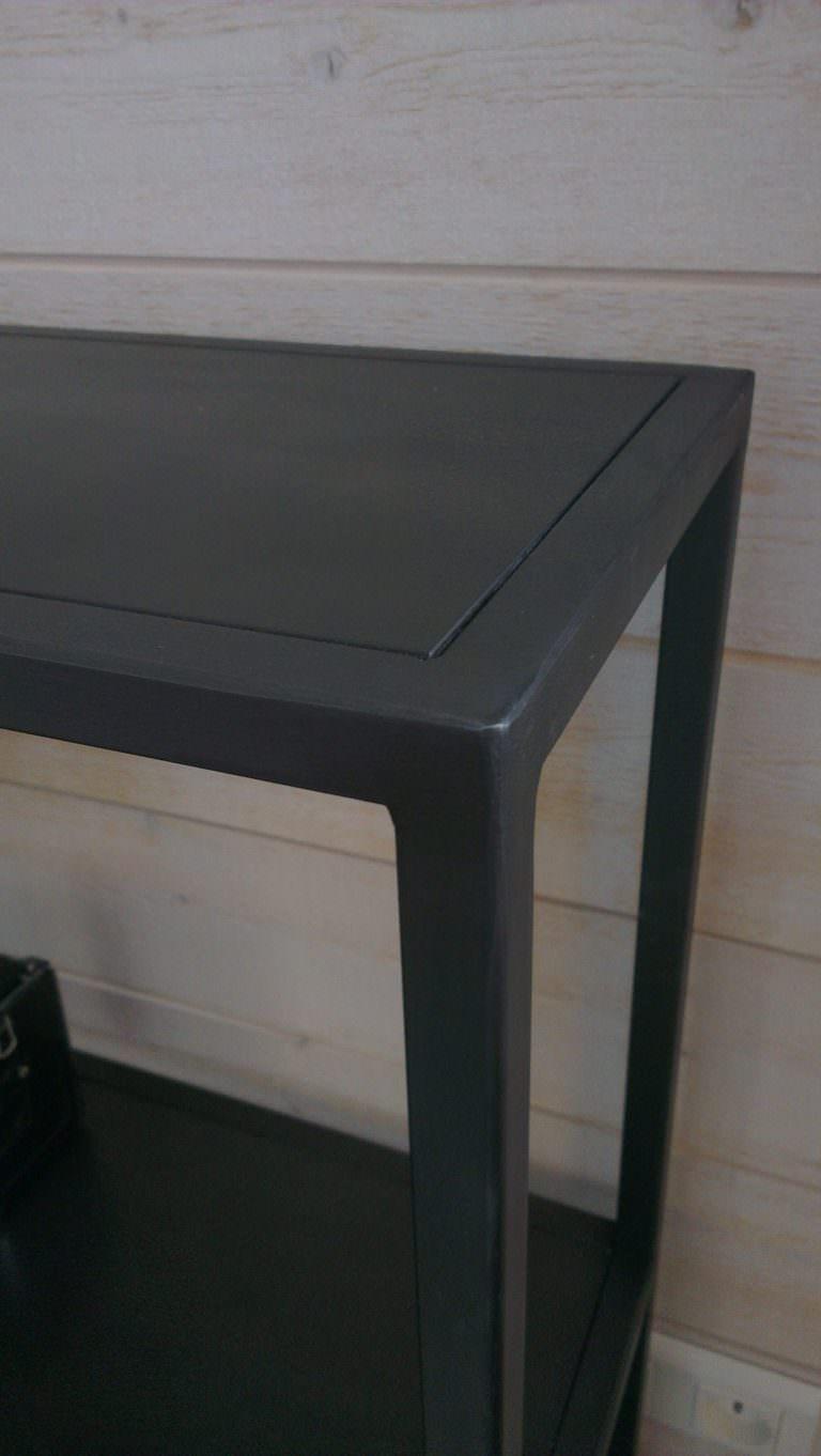 console design en acier brut