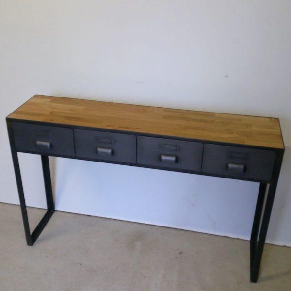 une console style industriel en acier et bois
