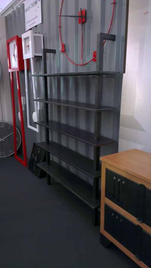etagere en acier brut type industriel