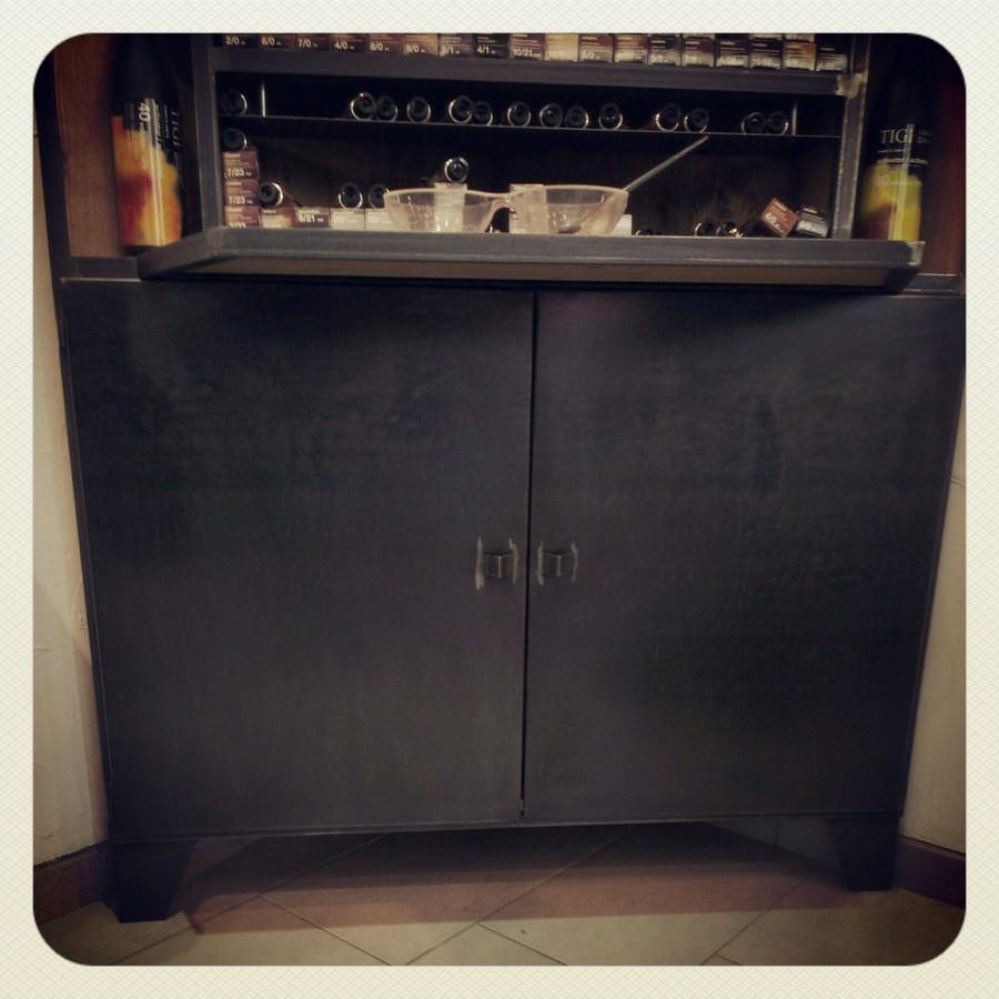 meuble industriel sur mesure pour magasin acier brut et bois vieilli. Black Bedroom Furniture Sets. Home Design Ideas