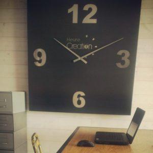 horloge geante carre