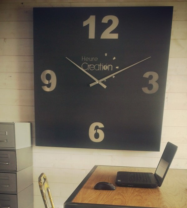 horloge g ante carr en acier brut et alu style industriel. Black Bedroom Furniture Sets. Home Design Ideas