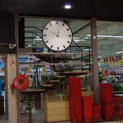 horloge géante électrique marché couvert lieu public