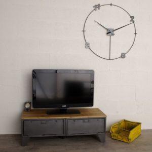 un meuble tv industriel avec 2 clapets