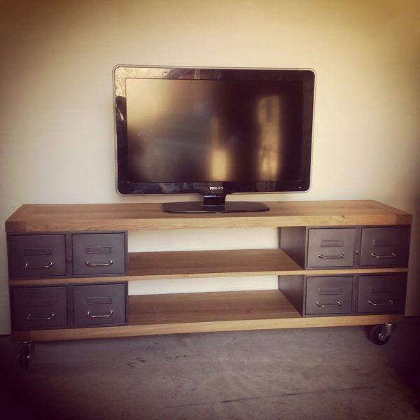un meuble tv industriel artisanal en chene