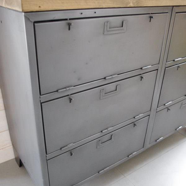 Buffet industriel avec casiers militaires restaur dans - Meuble tv acier industriel ...