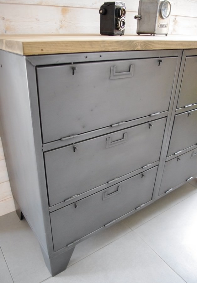 Buffet industriel avec casiers militaires Restauré dans notre atelier -> Meuble Tv Bois Acier