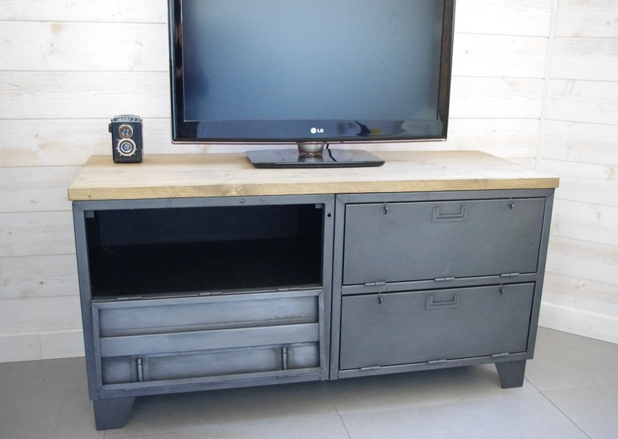 meuble tv industriel militaire avec 4 casiers clapets. Black Bedroom Furniture Sets. Home Design Ideas