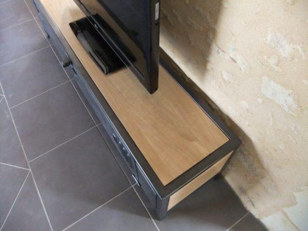 meuble tv metal et bois restauration d'une ancienne porte de vestiaire