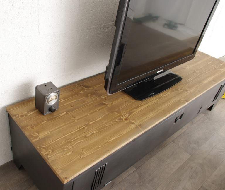 meuble tv vestiaire en metal avec epicea verni mat