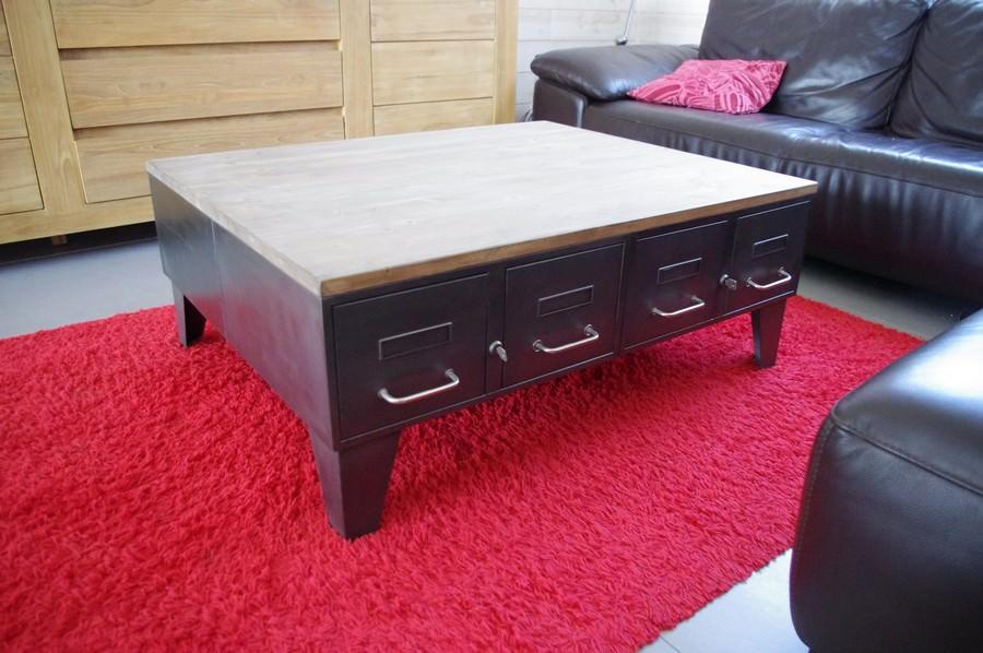 table basse industrielle anciens tiroirs m tal et bois. Black Bedroom Furniture Sets. Home Design Ideas