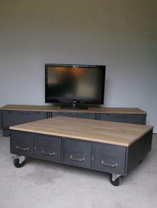 table basse style industriel chene acier heure cr ation. Black Bedroom Furniture Sets. Home Design Ideas