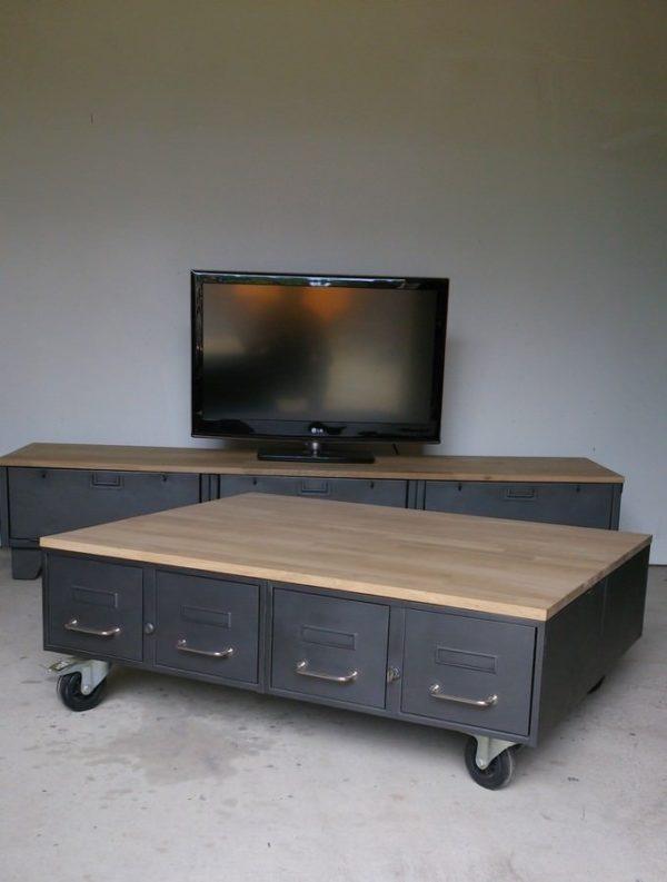 une table basse style industriel en chene et acier