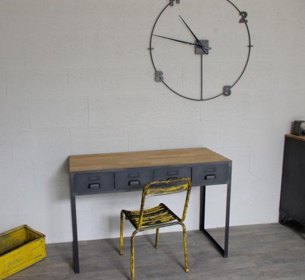 un bureau style industriel en acier et chene verni