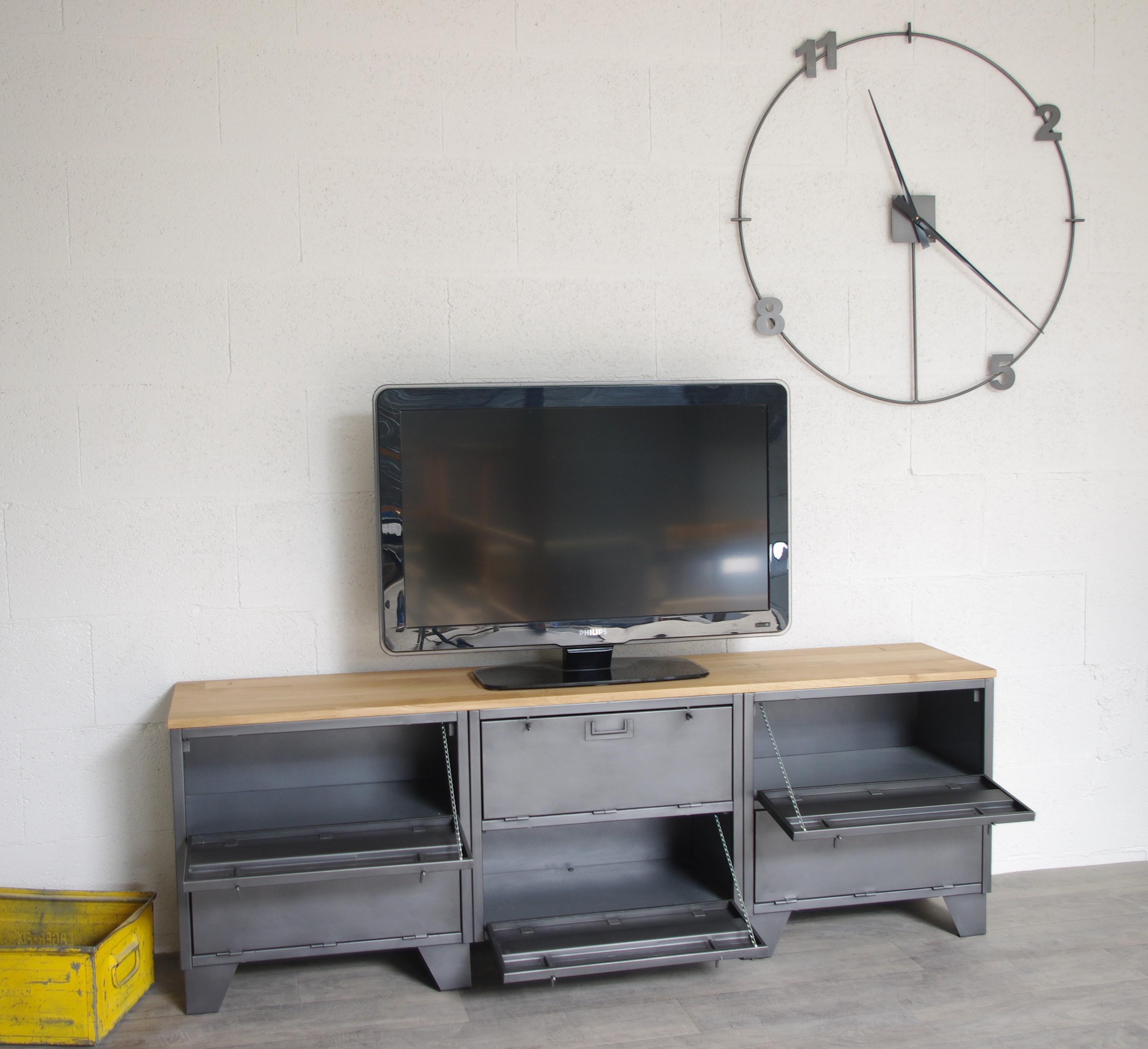 meuble tv industriel avec 6 clapets militaires restaur. Black Bedroom Furniture Sets. Home Design Ideas