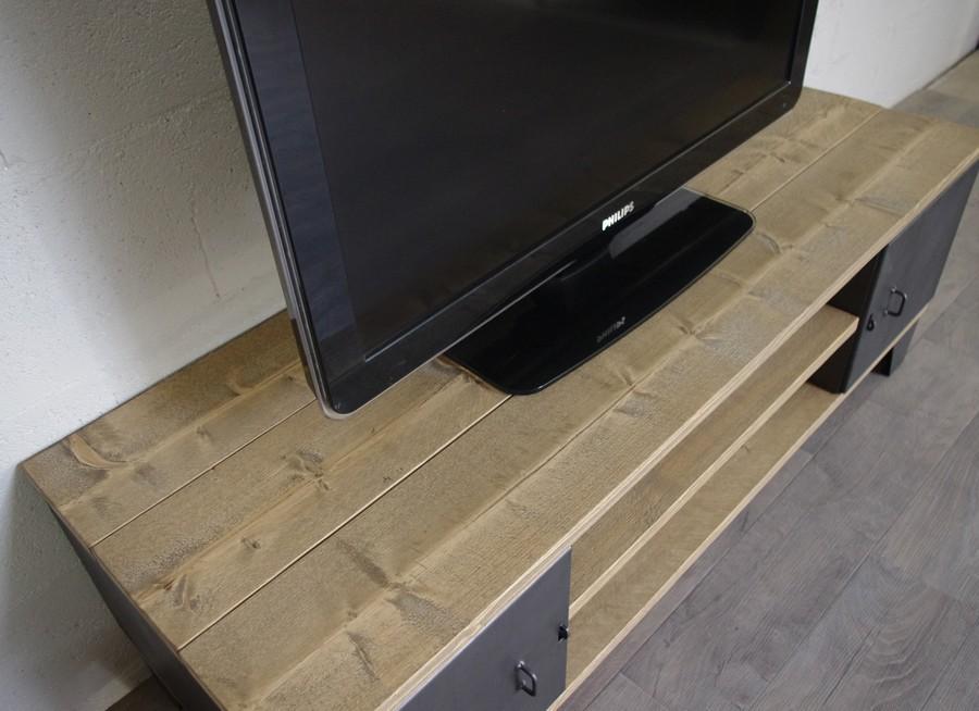 Meuble Tv Industriel Avec Rangement A Portes Ref New York