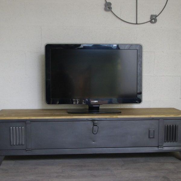 vestiaire transform en meuble tv industriel metal et bois. Black Bedroom Furniture Sets. Home Design Ideas