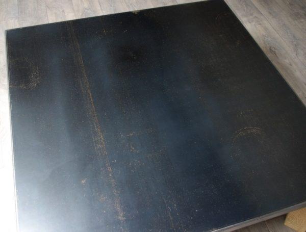 table basse en acier brut