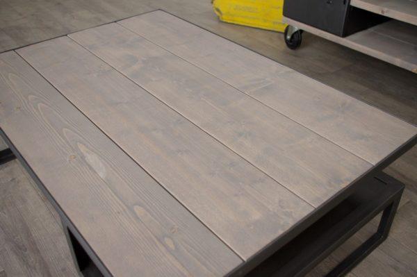 table basse avec planches brut