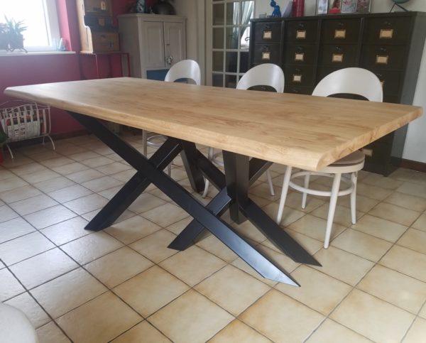 table de repas en metal et bois