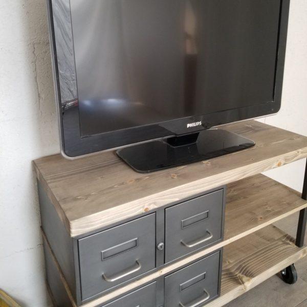 Meuble tv industriel à tiroirs métal